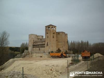 Castillo de Castilnovo junto al Río San Juan; senderismo maravilloso; Caminar; mejor calidad